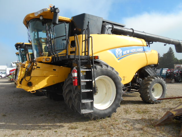 2013 New Holland CR7090 - Combine