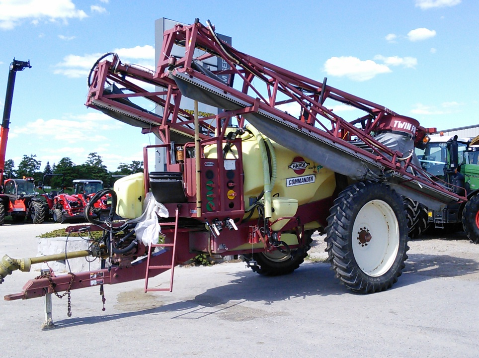 Hardi Commander 1200  - Sprayer - Pull Type