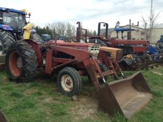 Cockshutt 3650 - Tractor w/ Loader