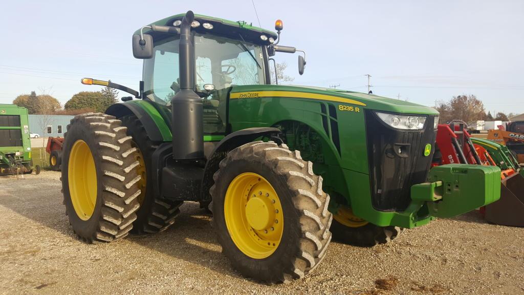 2011 John Deere 8235R - Tractor