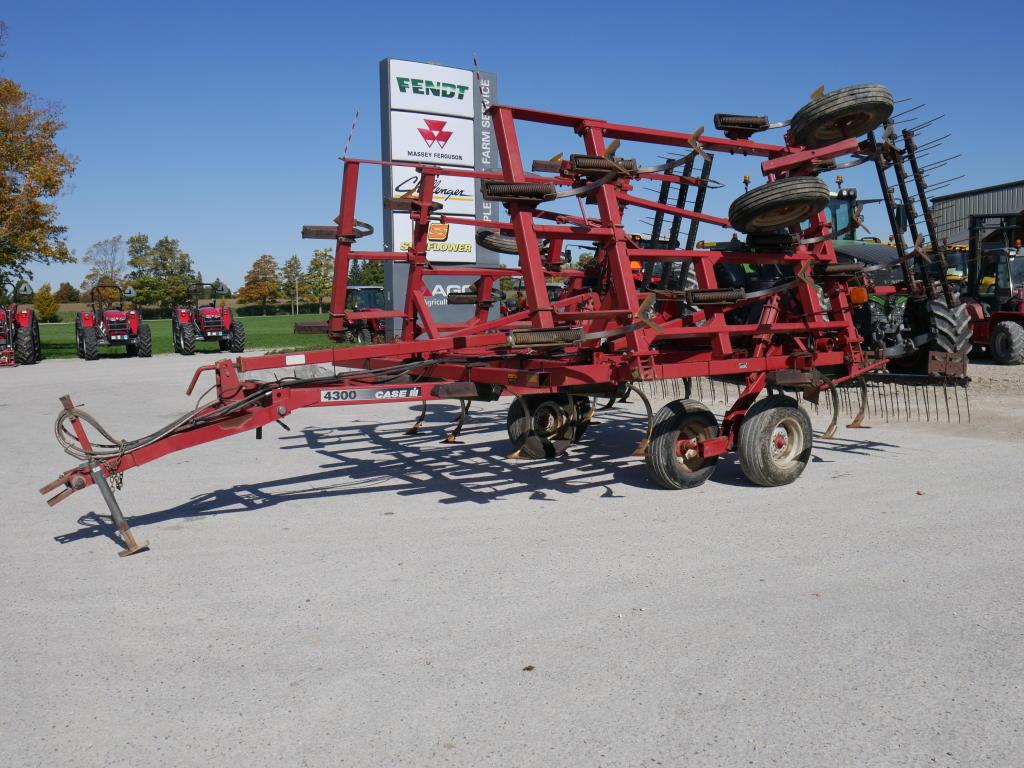 Case IH 4300 - Cultivator