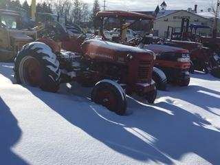 International 300 - Tractor