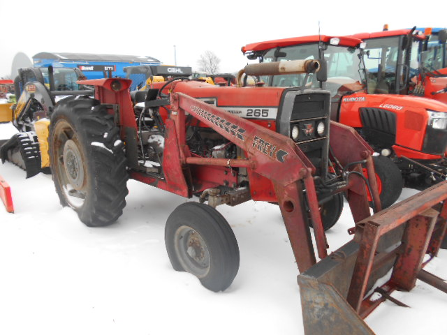 Massey 265 - Tractor w/ Loader