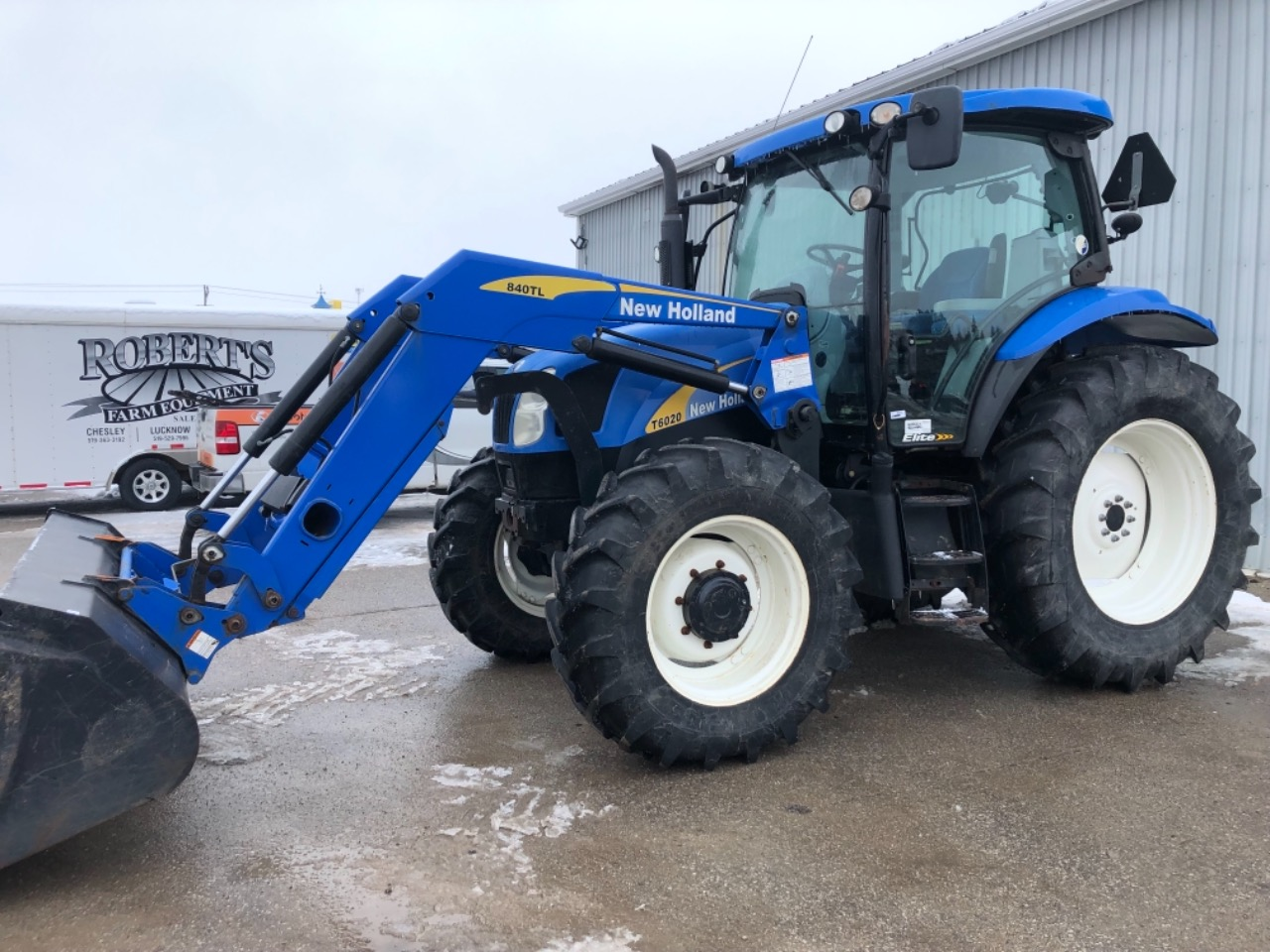 New Holland T6020 - Tractor