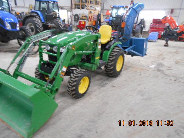 2015 John Deere 2520 - Tractor