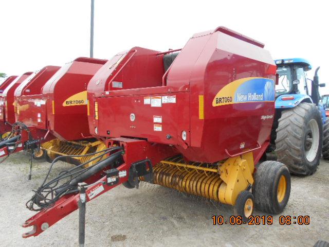 2011 New Holland BR7060 - Round Baler
