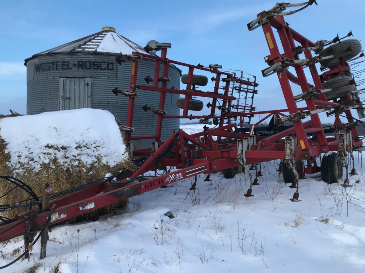 Wil-Rich EXCEL 27' - Cultivator