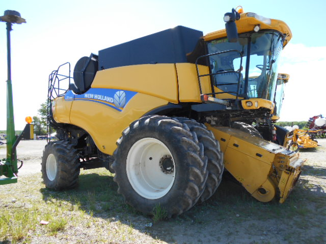 2012 New Holland CR7090 - Combine