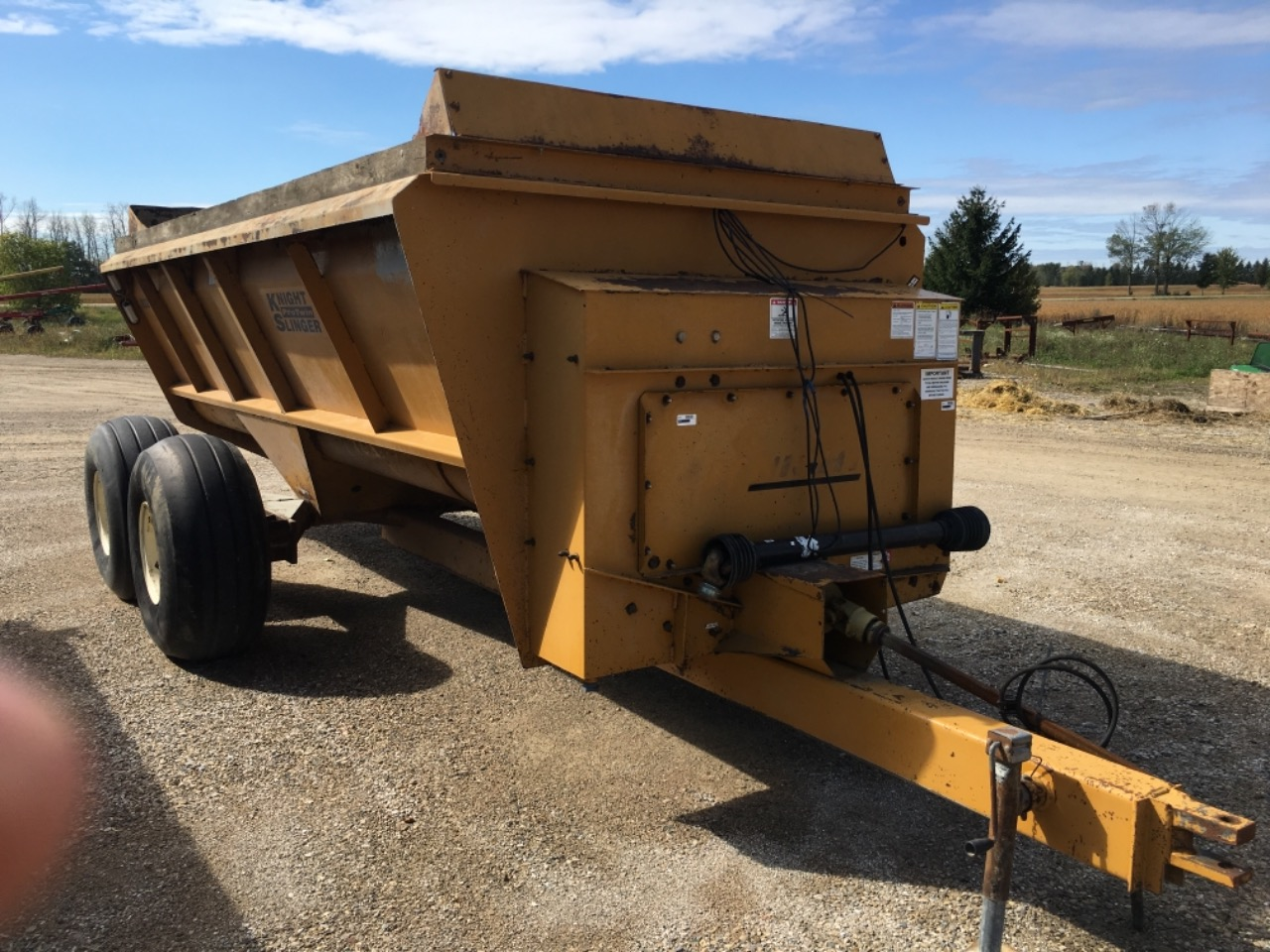Knight 8024 - Spreader - Dry Manure