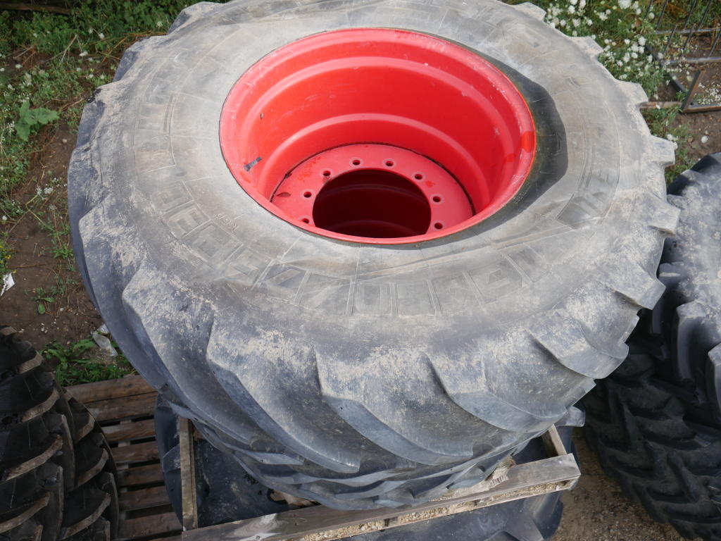 Michelin 650/75R30 - Tires