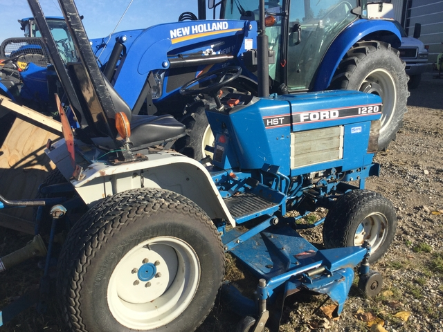 1993 Ford 1220 - Tractor